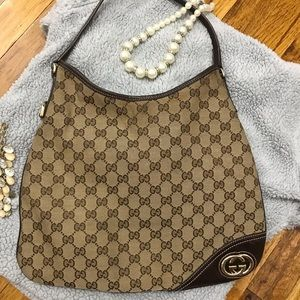 Authentic GUCCI shoulder bag. CHIC!